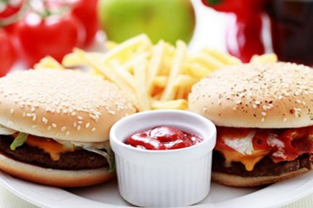 Lịch sử món hamburger luôn gây ra rất nhiều tranh cãi - Ảnh: Foodie UK