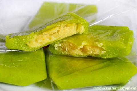 bánh cốm Hàng Than đã trở thành đặc sản nổi tiếng Hà Nội, không thể thiếu trong các dịp cưới hỏi