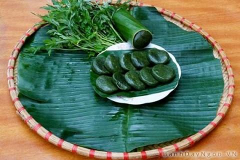Bánh ngải của người dân tộc Tày, Nùng Lạng Sơn là món ăn truyền thống, thường được làm vào Tết thanh minh và những dịp mừng lúa mới.