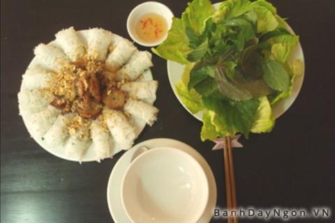 Dùng đùa để ăn là nét đẹp văn hóa